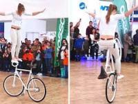 Ładna pani na rowerze