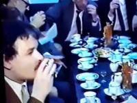Kaczyński trąbi wódę z komunistami w Magdalence