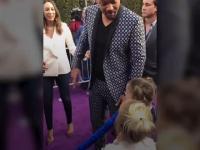 Will Smith tłumaczy małym dziewczynkom