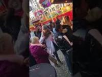Kieszonkowiec zostaje złapany na gorącym uczynku na targach (Niemcy)