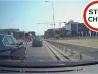 Kierowca BMW spycha na barierki, uszkodzona felga i ucieczka