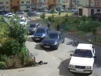 Kierowca z Rosji prosi rowerzystę na jedno słówko