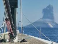Uchwycony moment erupcji wulkanu na wyspie Stromboli