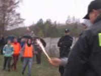 Stadionowi bandyci urządzają masakrę pirotechniczną na meczu