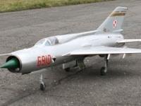 Mig-21. Odrzutowy model RC. Pierwszy start