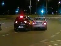 Ciekawa reakcja kierowcy MyTaxi na widok Mercedesa przecinającego pasy