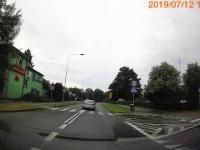 Wyprzedzanie na podwójnej ciągłej, skrzyżowaniu i dwóch przejściach dla pieszych