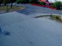 Wózek z dzieckiem pędził po ulicy. Strażak ruszył na pomoc