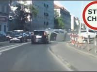 Nieustępliwi kierowcy, zwężenie jezdni i wypadek z piruetami