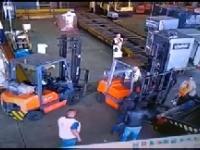 Złodzieje przebrani za Policję federalną kradną 700 kg złota z lotniska