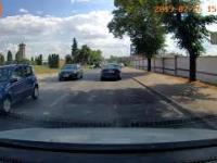 Kierowca audi pędzi po chodniku Środa Wielkopolska