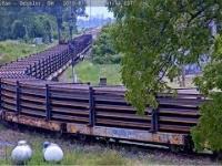 Transport szyn o długości ponad 400 metrów, które pięknie się układają do toru