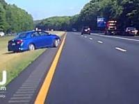 Kompletnie pijany gość na autostradzie