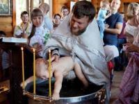 Prawosławny duchowny w sadystyczny sposób ochrzcił dziecko [nagranie] - ObywateleNieba.pl