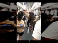 Mężczyzna uniemożliwia innemu nagrywanie kobiety pod sukienką