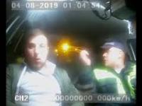 Pijany próbował zjeść swoje prawo jazdy w radiowozie