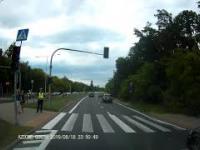 Omijanie na przejściu przy Policji