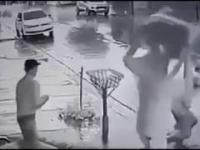 Prawdziwy bohater w trakcie bójki w barze