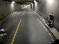 Do rowerzysty jadącego tunelem szybko dociera, dlaczego nie powinien nim jechać
