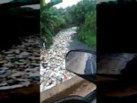 Santo Domingo. Deszcz po długiej suszy. Wszystko to skończy się w Oceanie.