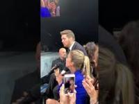 Michael Bublé w duecie z dziewczyną z widowni