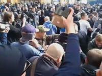 Kibole biją policjantów podczas Marszu Równości