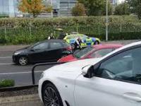 Brytyjska policja zatrzymuje uciekiniera w audi