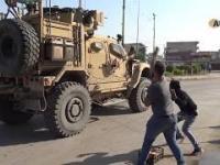 Kurdowie atakują bohatersko wycofujących się amerykanów.