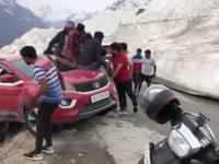 Próba ratowania samochodu