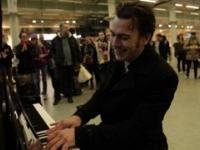 Kiedy profesjonalista zasiądzie do publicznego pianina...