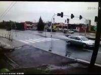 TIR taranuje traktor na skrzyżowaniu