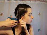 Ładnej dziewczynie w każdej fryzurze do twarzy