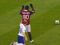 Ronaldinho vs dzieci we mgle