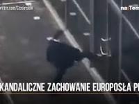 Europoseł PiS kopał Z GLANA w drzwi europarlamentu! Wszystko nagrał pracownik PE