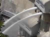Awaryjne spuszczanie wody w zaporze