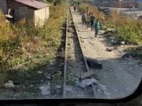 Przejazd pociągu przez cygańskie getto