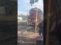 Pociąg ją zaskoczył