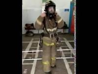 Rosyjski strażak w akcji