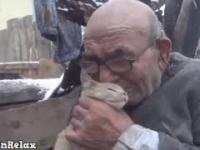 83 latek w pożarze stracił dom, ale nie stracił najważniejszego...