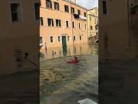 A selfie w Wenecji robię właśnie tak!