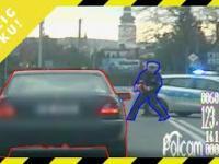 Pościg roku 2019. Policjanci staranowali mercedesa!