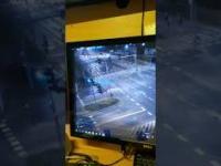 Jadące pod prąd BMW wbija się w skręcający samochód