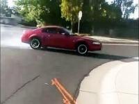 Nieudany drift Mustangiem