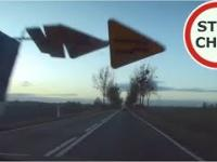 Oszukać przeznaczenie - znak przelatuje tuż nad autem