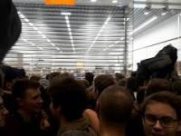 Zemsta tłumu po zamknięci MiStore w Galerii Mokotów.