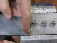 Zabezpieczenie śrub drutem kontrującym