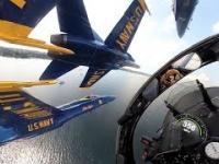 Przepiękny widok z kokpitu grupy akrobatycznej Blue Angels