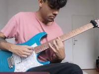 Nietypowa gra na gitarze, ale za to świetny efekt