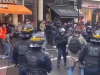 Tymczasem na ulicach w Paryżu