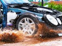 Jak zachowuje się samochód podczas przejazdu przez dużą wyrwę w jezdni